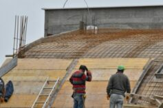 Queda na construção faz balançar venda de cimento